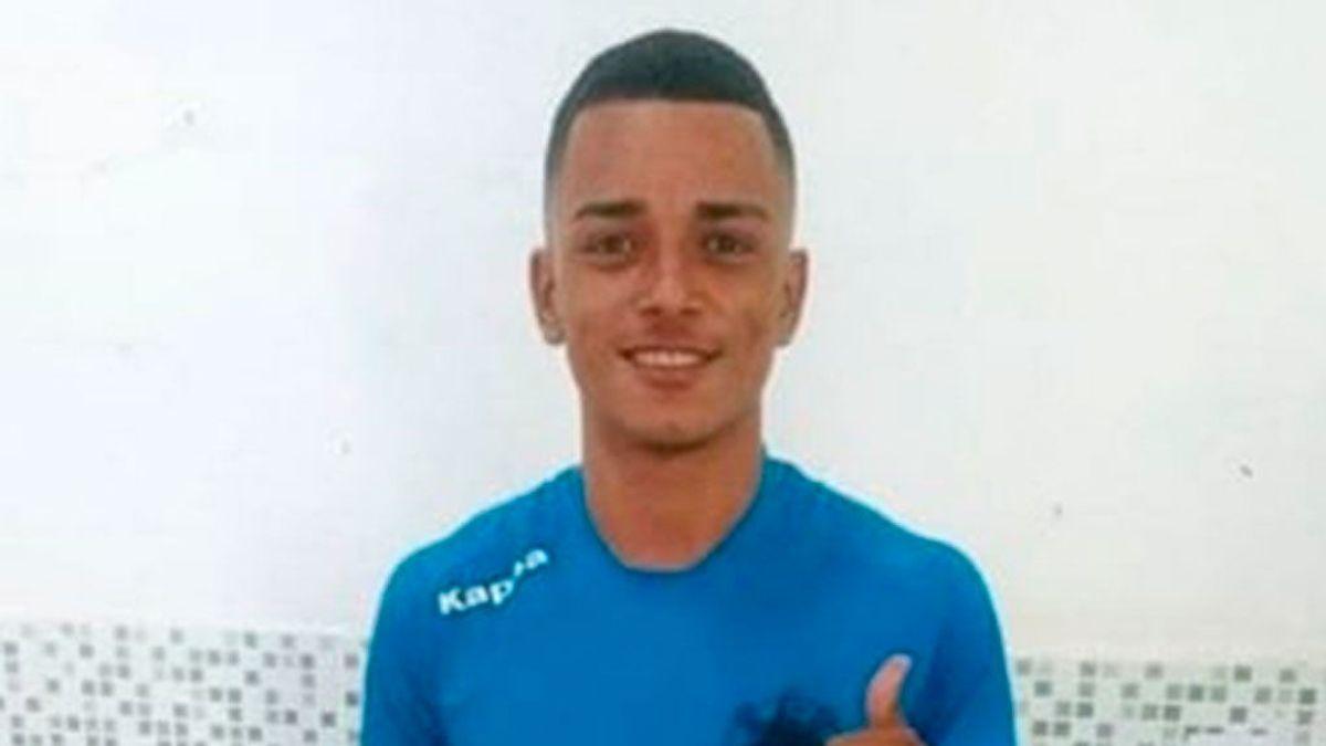 Un futbolista brasileño de 21 años es asesinado a puñaladas por un hombre que acosó a su novia