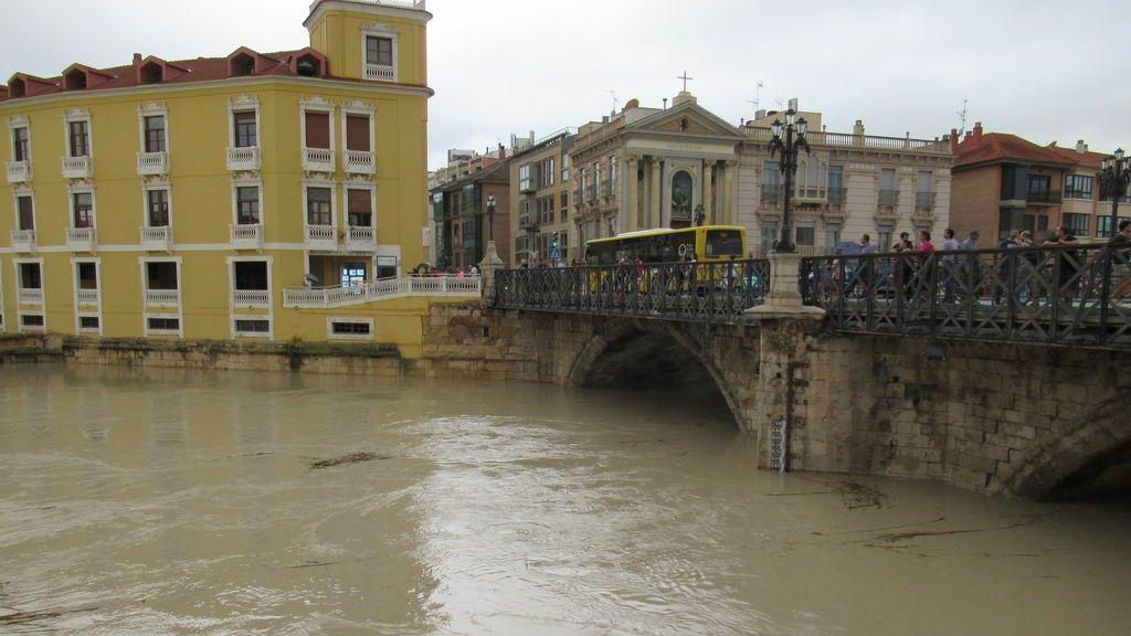Cauce del río a su paso por la ciudad de Murcia
