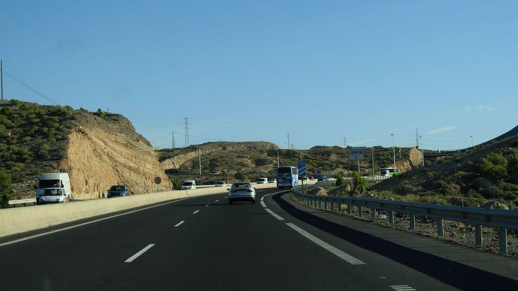Un conductor kamikaze provoca un accidente con dos heridos en Tenerife