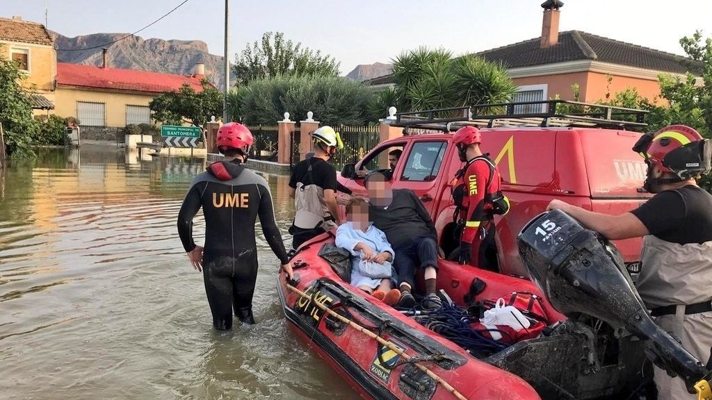 Efectivos de la UME rescatan a personas aisladas por la DANA en Alicante