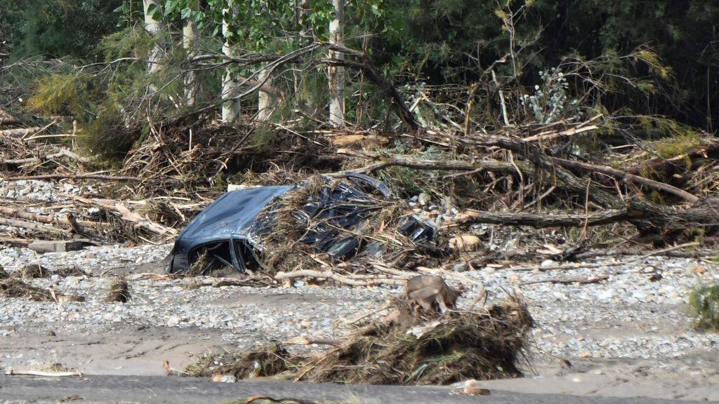 Vista del coche donde viajaba el joven de 36 años residente en el anejo de La Jamula fallecido