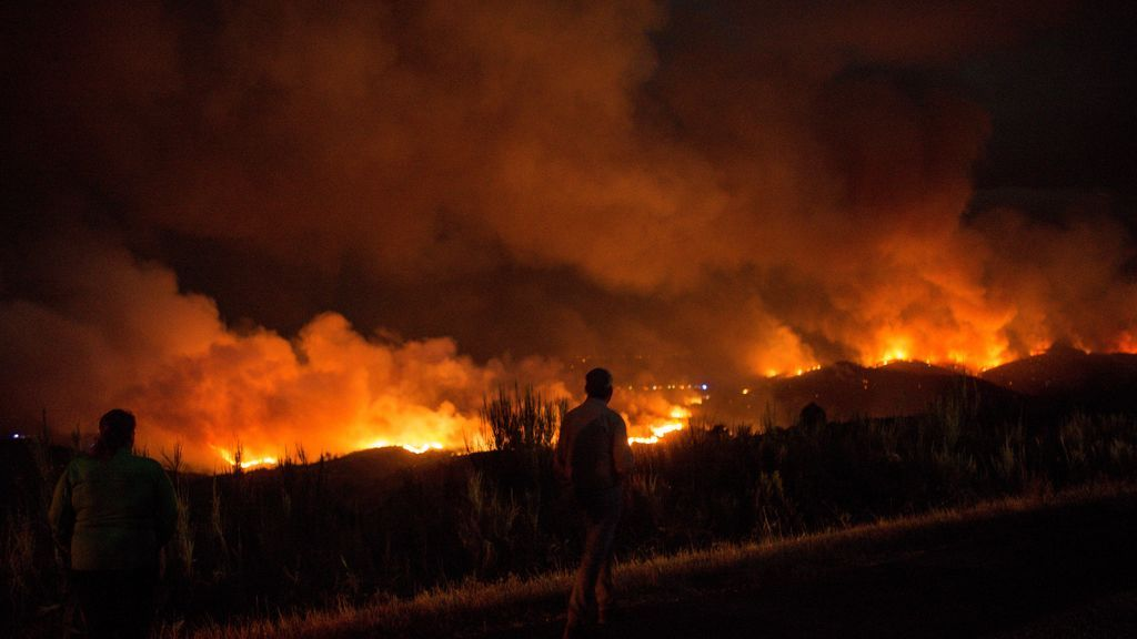 Incendios en Galicia: Permanece estabilizado el de A Gudiña y se da por extinguido el de Palas de Rei