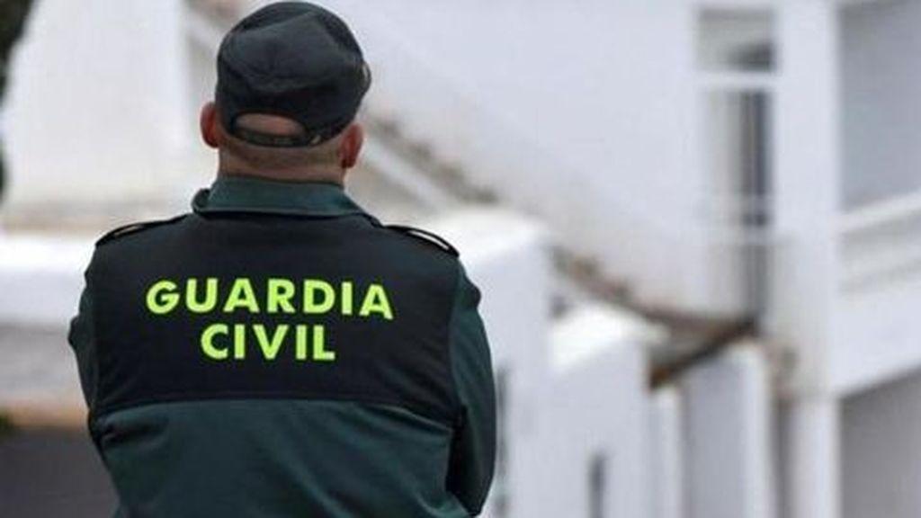Buscan a un hombre succionado por una acequia en Alicante