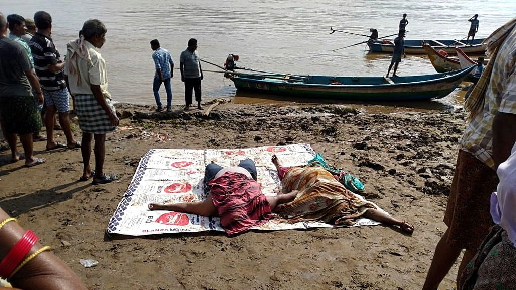 Doce muertos y 28 desaparecidos tras el vuelco de una embarcación turística en India