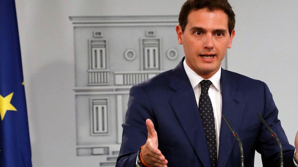 Rivera da un golpe de timón: ofrece a Casado pactar la abstención para permitir la investidura de Sánchez