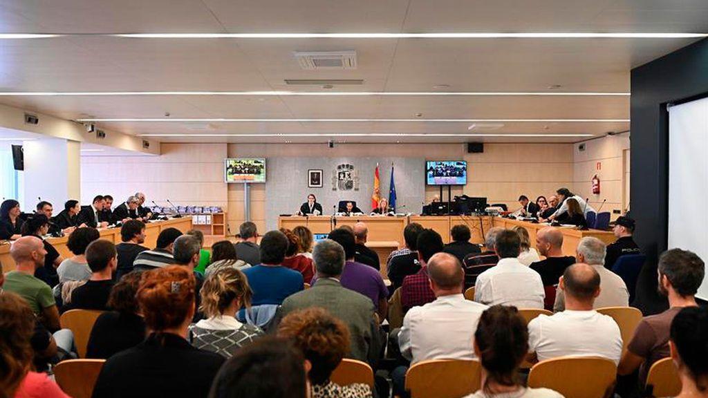 Los abogados de ETA pactan una condena con la Fiscalía, con el respaldo de la AVT