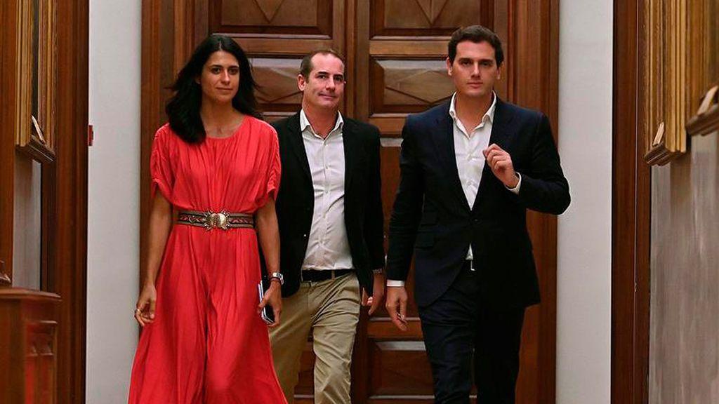 Rivera no logra arrancar a Casado el compromiso de ir juntos a una abstención