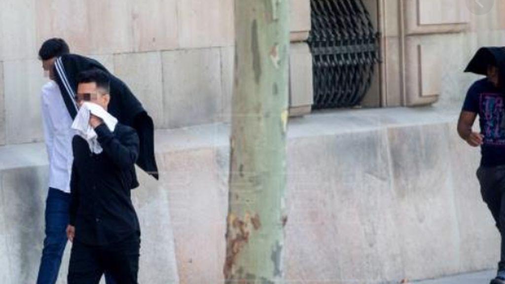 La fiscalía rectifica y eleva a delito de agresión sexual a los seis acusados de la Manada de Manresa