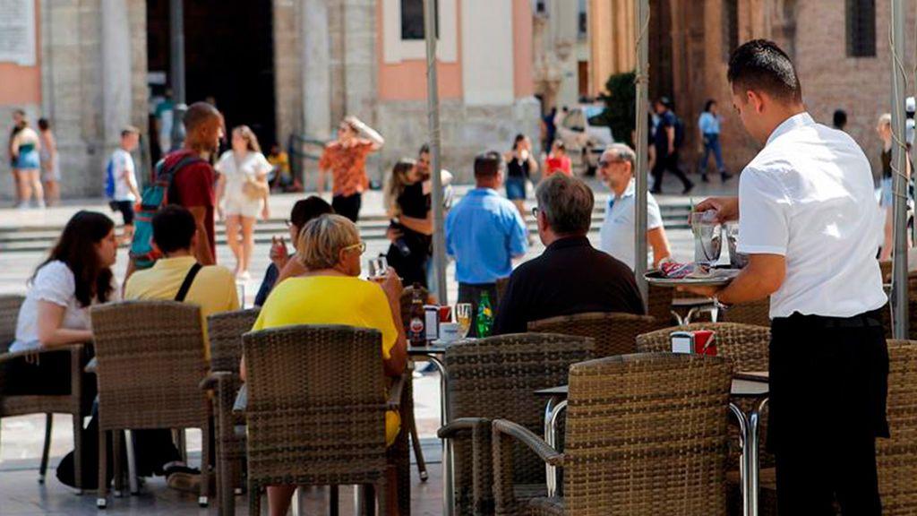 Cantabria necesita 400 camareros... y se va a Perú a buscarlos