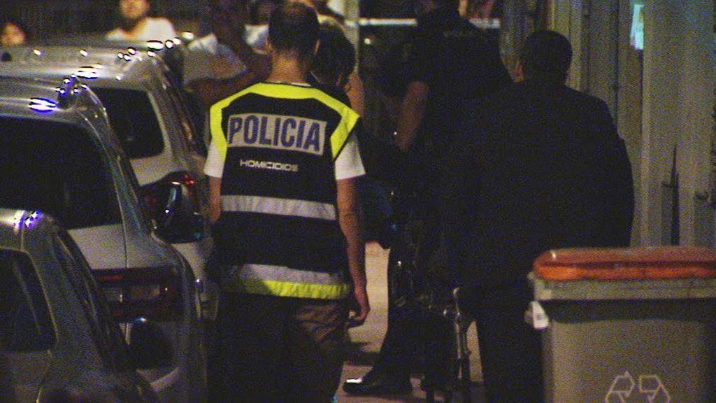 La hija de 8 años de la mujer asesinada en su portal en Madrid dio la alarma al presenciar el crimen