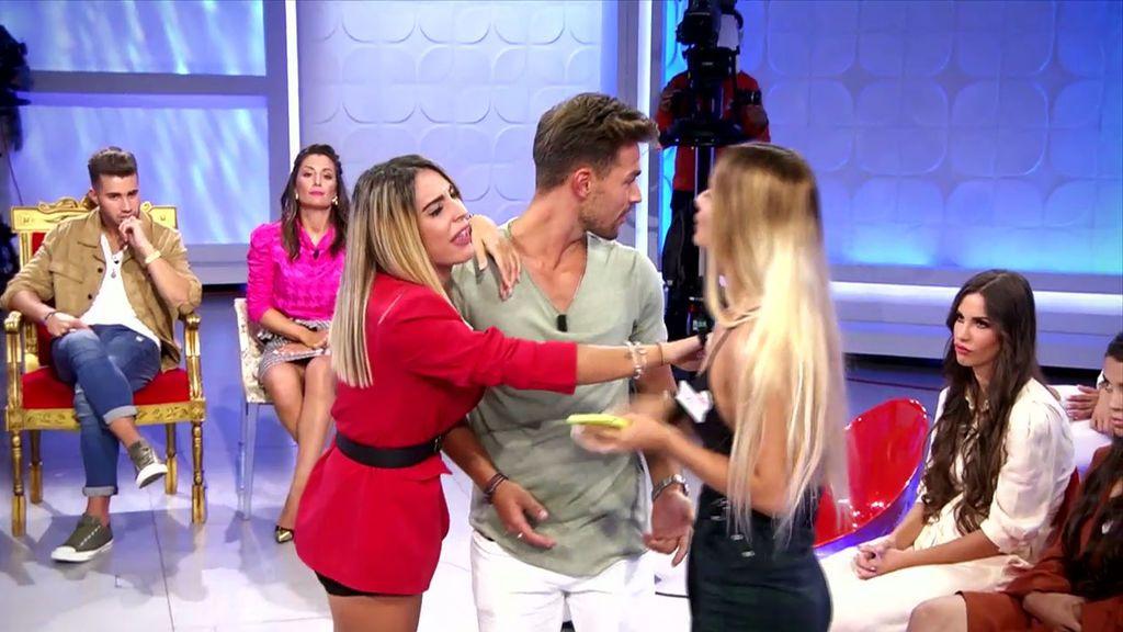 La pelea por David enfrenta a Roci y Michele