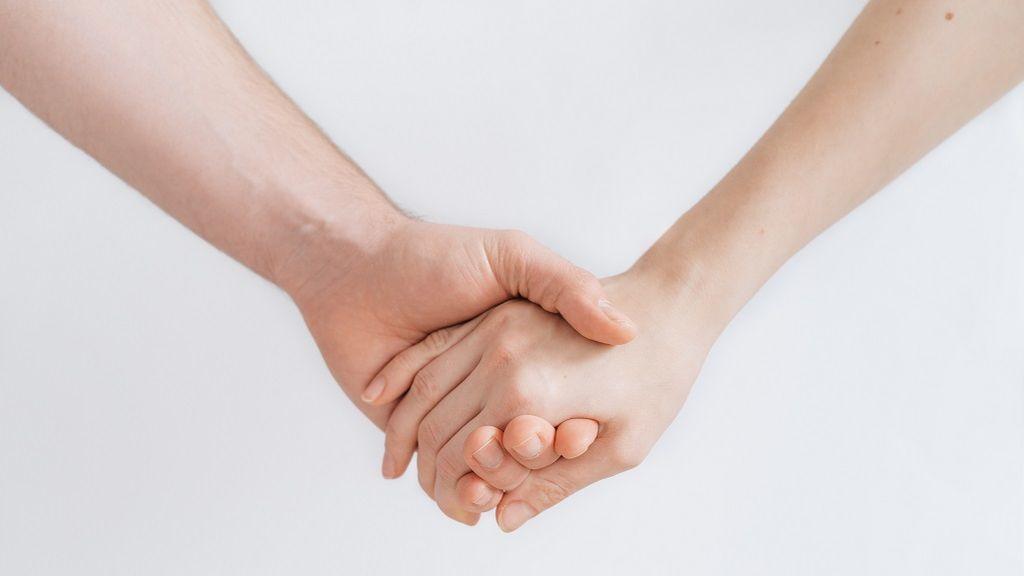 Mi pareja tiene depresión y no sé cómo ayudarle: cómo apoyar a alguien con problemas psicológicos