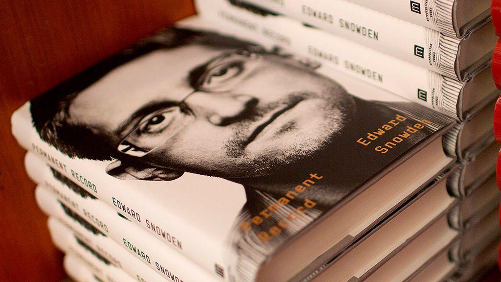EE.UU demanda a Snowden por publicar sus memorias sin permiso de la CIA y la Agencia de Seguridad Nacional