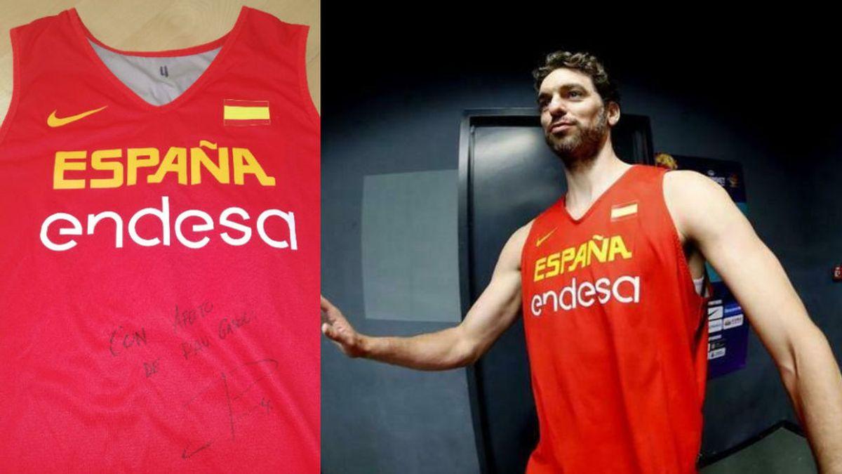 La camiseta firmada que usó Pau Gasol en el bronce del europeo de 2017, a subasta por una buena causa