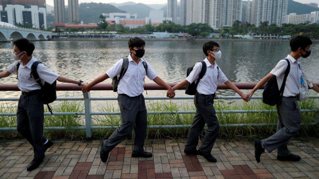 Cadena humana en señal de protesta en Hong Kong