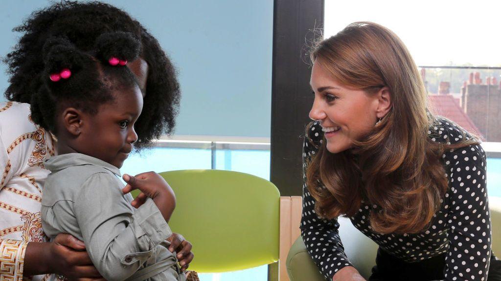 La duquesa de Cambridge visita un centro de salud y desarrollo juvenil en Londres