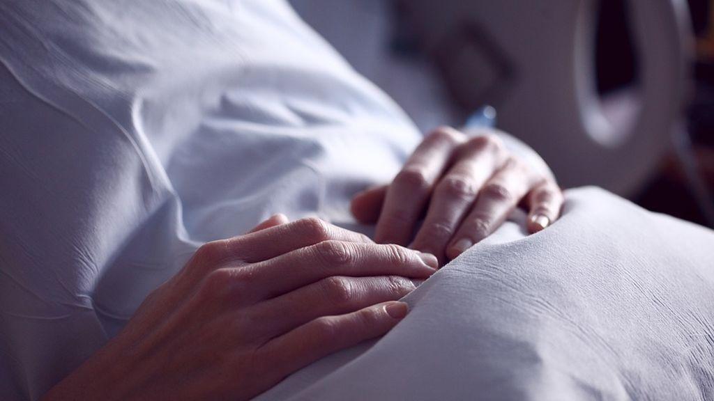 La mujer que se lanzó de un balcón tras supuestamente tirar a su hija padecía depresión por ansiedad