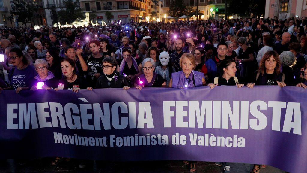 """Las mujeres vuelven a teñir las calles de violeta contra la violencia machista: """"Ni una menos"""""""