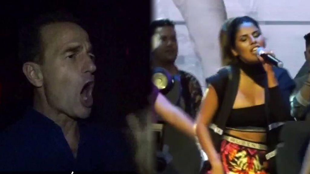 Lequio, totalmente entregado durante la primera actuación en directo de Isa P