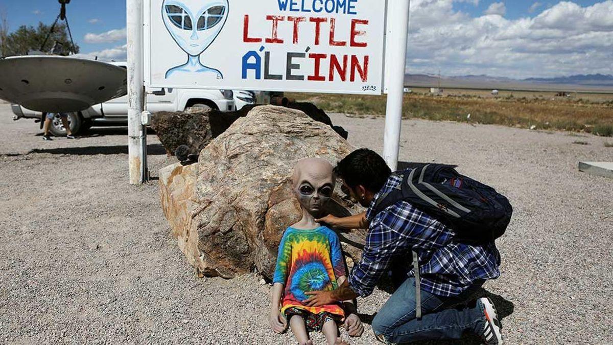Cientos de personas se preparan para 'asaltar'  y rescatar a los extraterrestres del área 51 la base secreta de EEUU