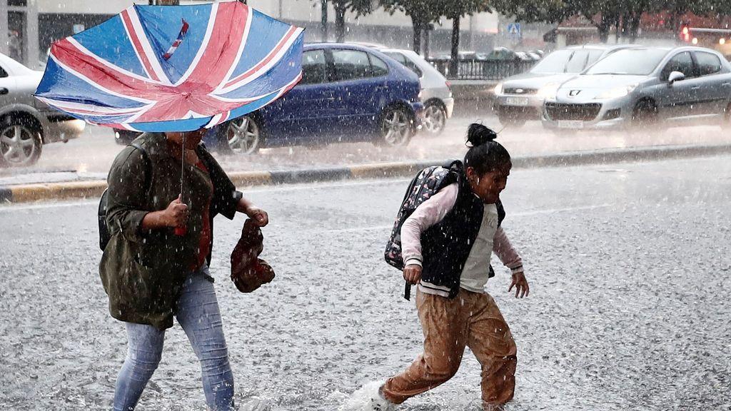 La mitad de España, en alerta por lluvias y tormentas