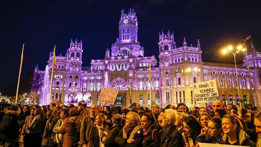 Noche violeta contra la emergencia feminista