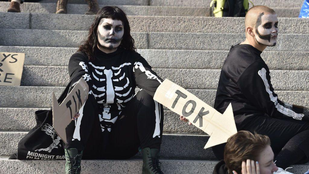 Esqueletos humanos para concienciar contra el cambio climático