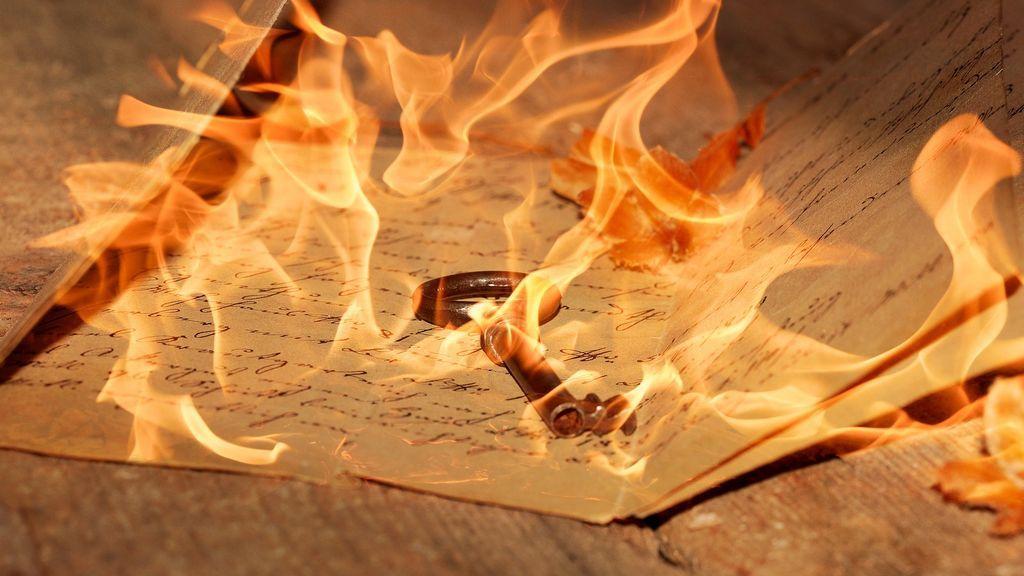 Una joven de 19 años provoca un incendio en su casa al intentar quemar las cartas de su ex novio