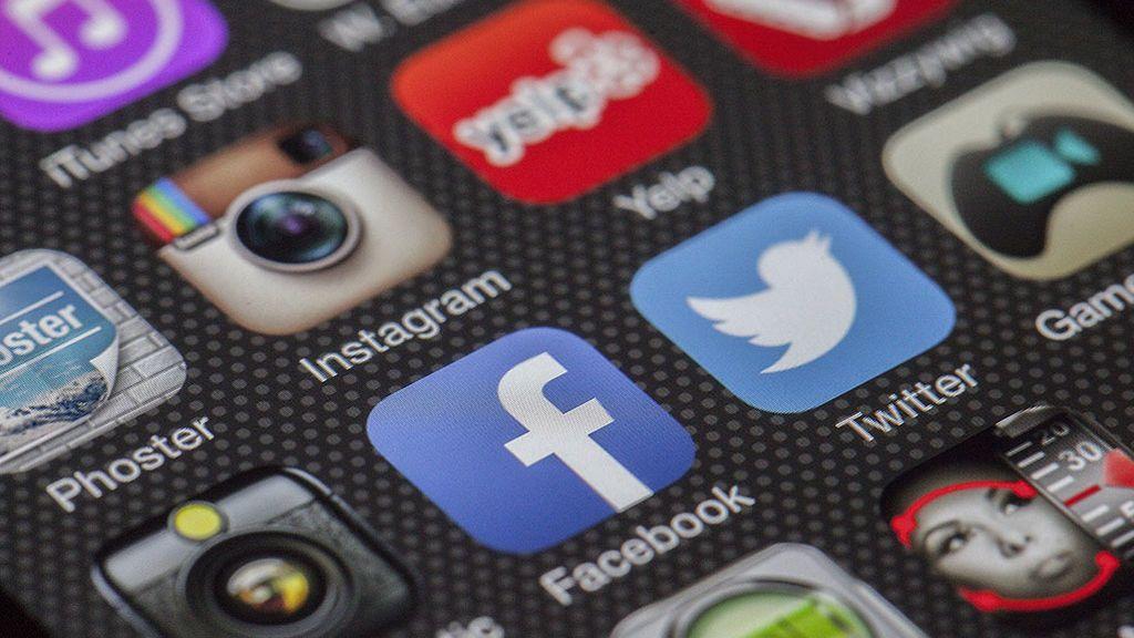¿Por qué los partidos utilizan cuentas falsas en redes sociales?