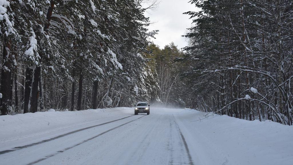 Quedan atrapados con su coche en la nieve y mueren congelados al salir a buscar auxilio