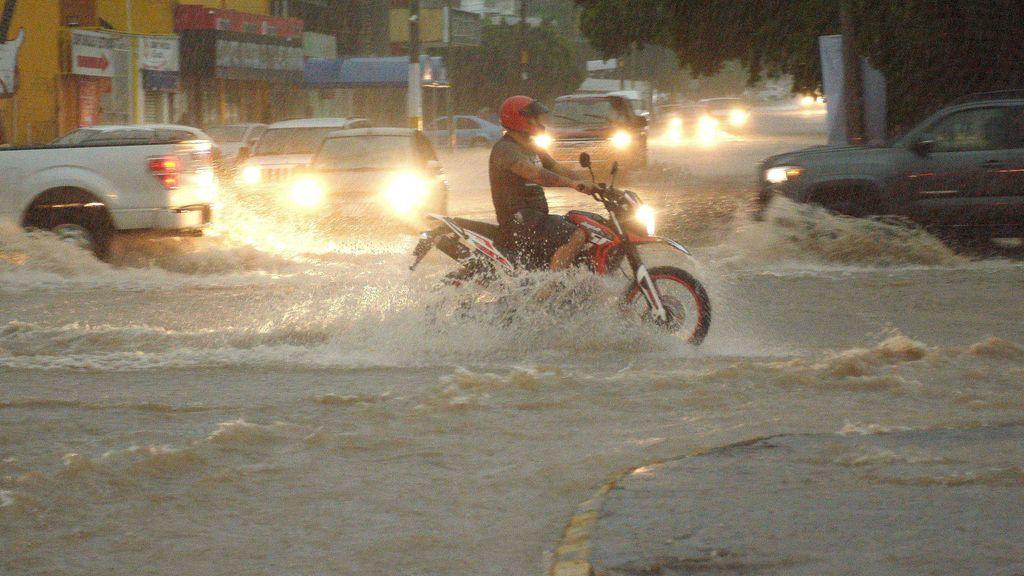 Protección Civil y Emergencias te dicen qué hacer si te sorprende una tormenta con tu vehículo
