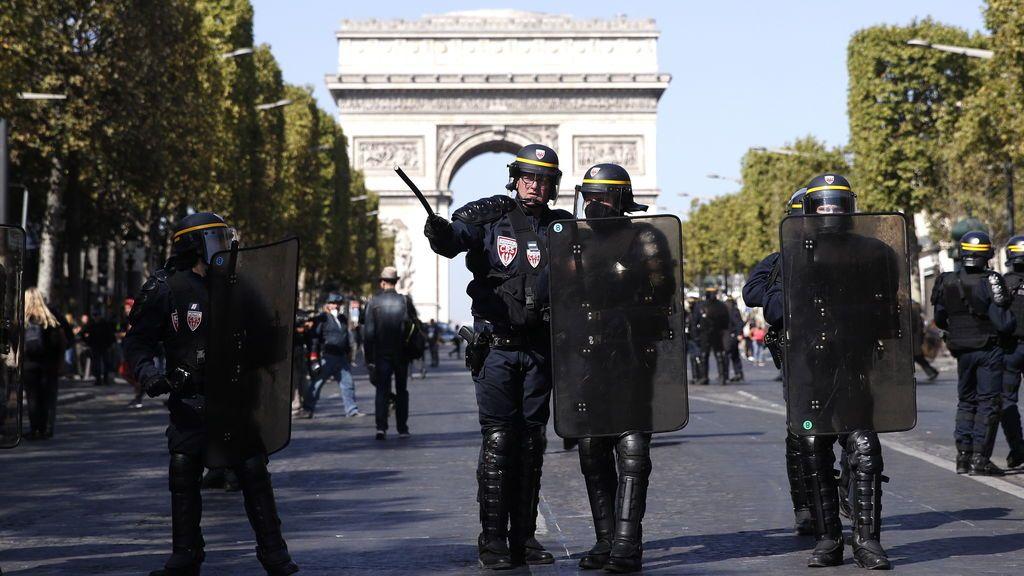 Más de un centenar de detenidos durante las protestas de los 'chalecos amarillos' en París