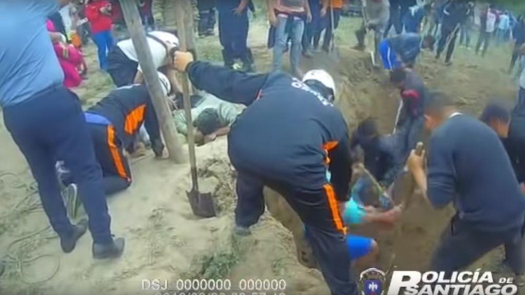 Rescatan a una niña de 1 año y 8 meses que se cayó a un pozo de 3 metros en Argentina