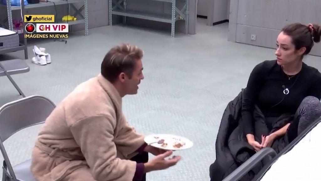 La primera discusión entre Adara y Hugo