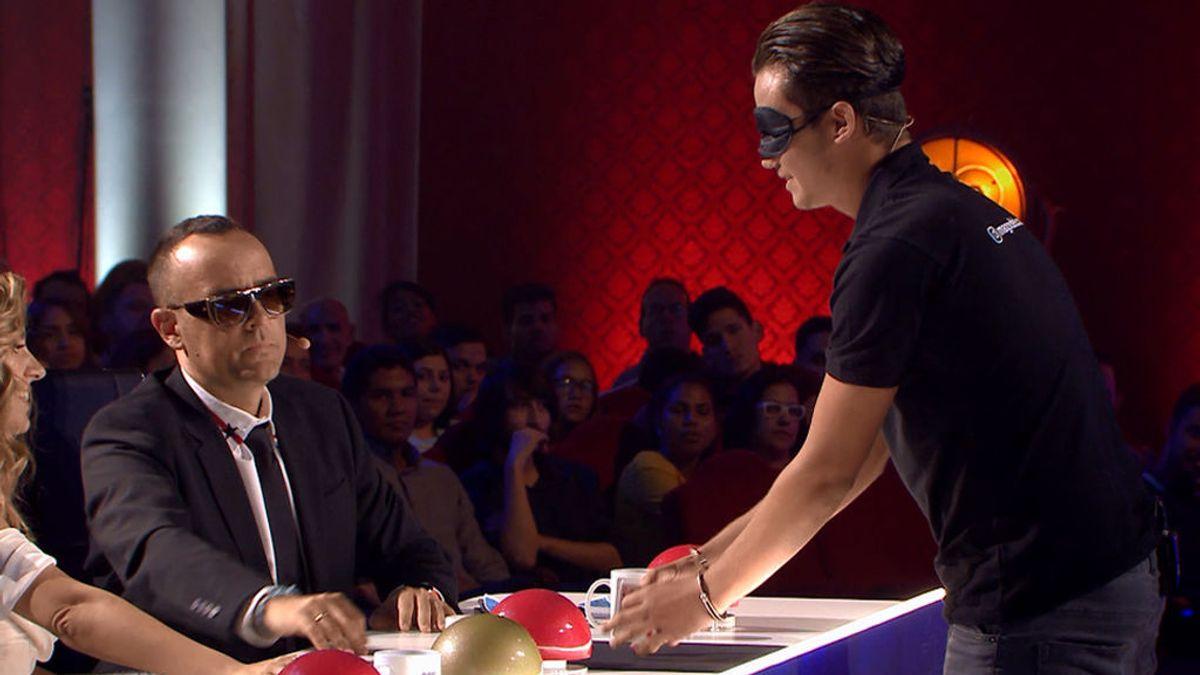 Bryan de Lucas deja alucinado al jurado haciendo magia con los ojos vendados y las manos esposadas