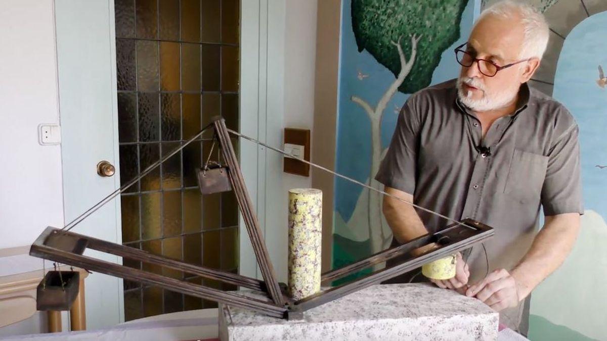 Herminio, el jubilado que se ha hecho famoso por explicar cómo poner en pie un obelisco