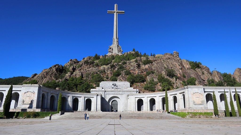 La familia Franco acudirá al Constitucional para paralizar la exhumación del dictador