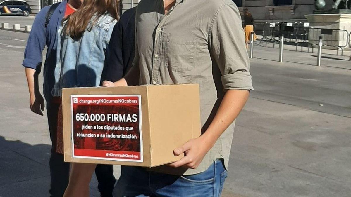 'No curras, no cobras': Entregan 660.000 firmas para que los diputados no cobren indemnización tras disolverse el Congreso