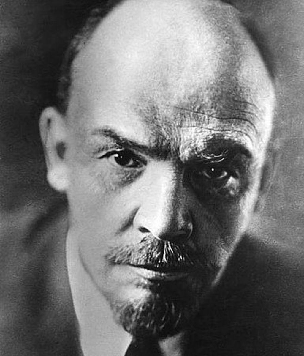 385px-Bundesarchiv_Bild_183-71043-0003,_Wladimir_Iljitsch_Lenin
