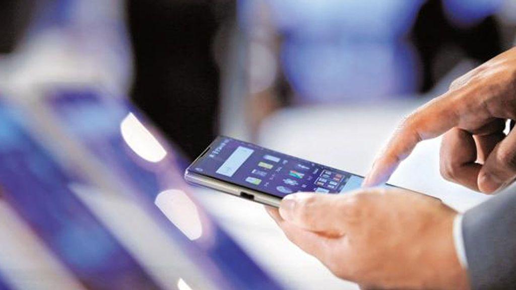 La 'gimnasia' de los europeos en el móvil: Recorrer 180 metros diarios con el dedo, a golpe de 'scroll'