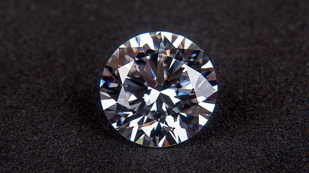 Investigadores descubren un nuevo mineral nunca antes visto en el interior de un diamante