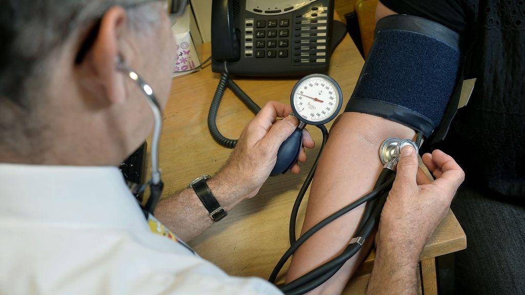La OMS alerta de la desigualdad sanitaria: la angustia de no llegar a fin de mes mata