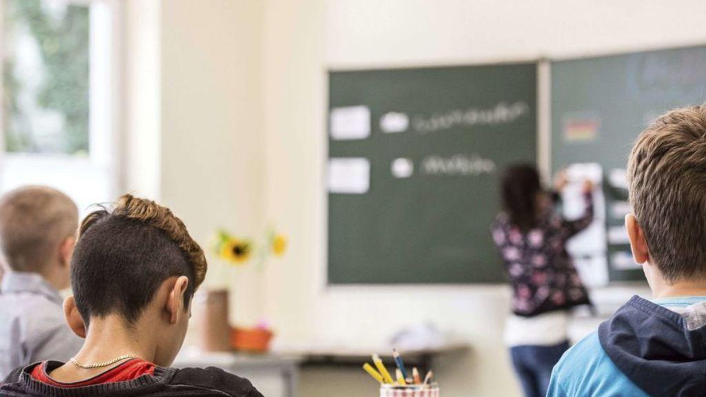 El respeto a los profesores se evapora en las aulas: ni los padres ni los hijos aceptan ya su autoridad