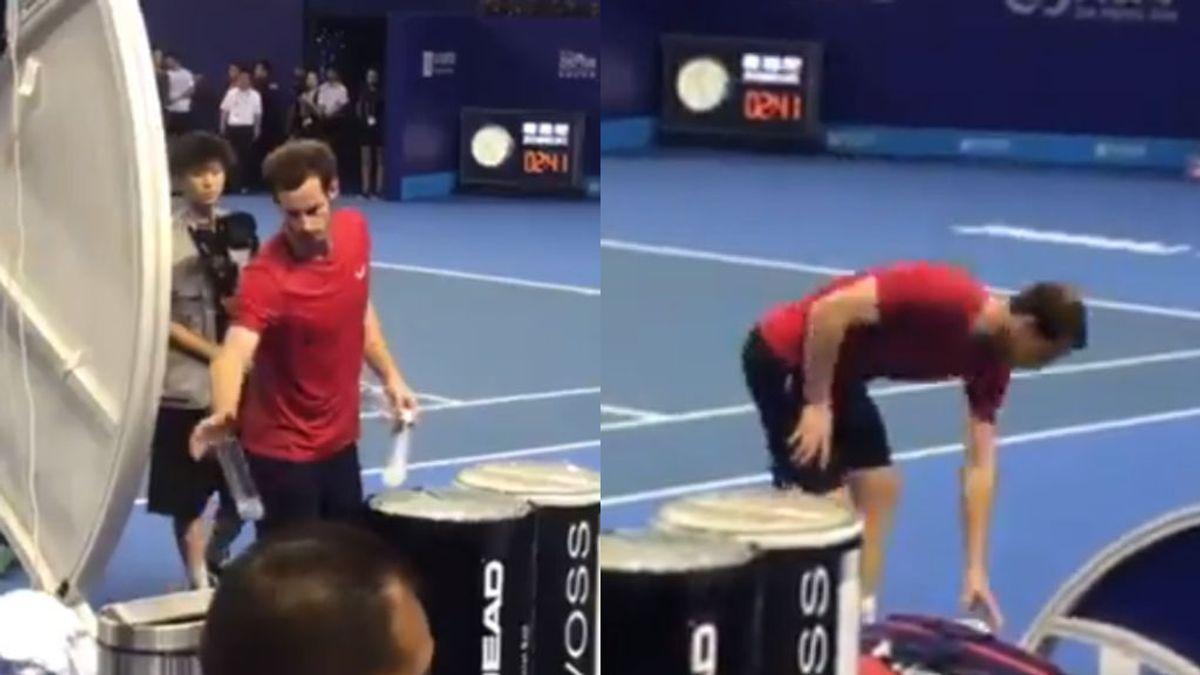 El ejemplo de Andy Murray: recoge su basura y limpia la pista tras ganar un partido de tenis