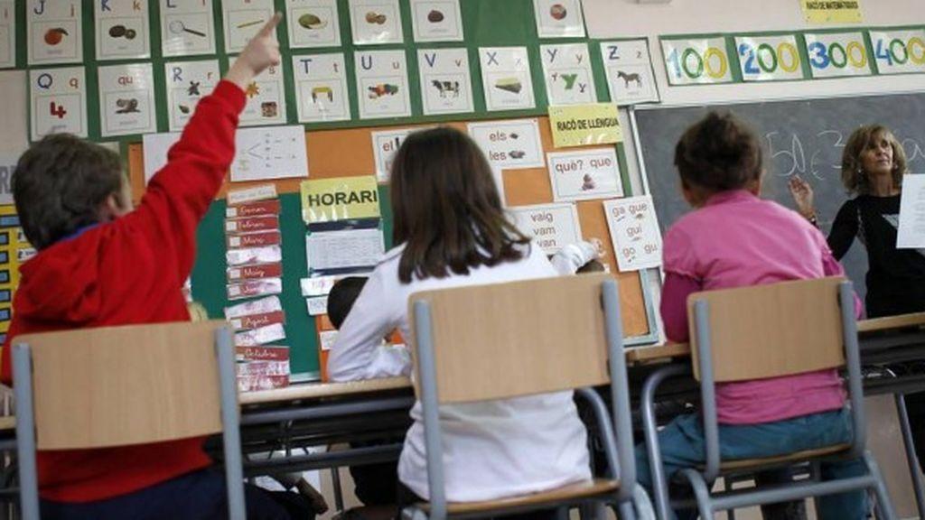 """Los padres y madres denuncian el elevado coste en educación que deben asumir, """"detrás del uniforme hay un negocio"""""""