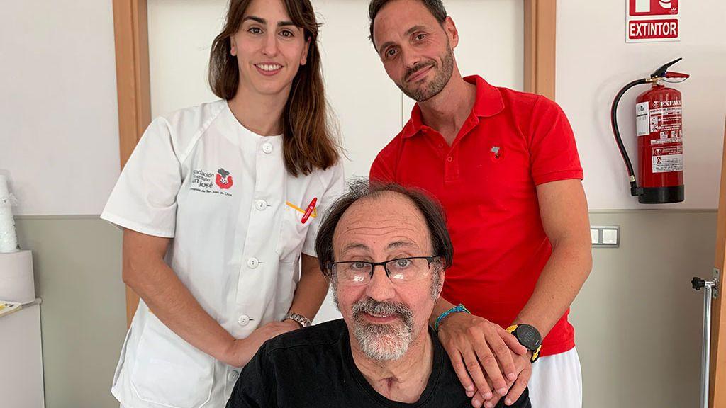 Luis Miguel Domínguez con su equipo de rehabilitación