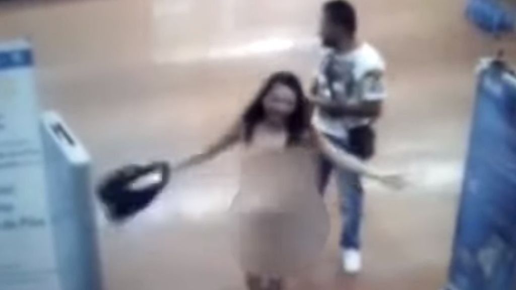 Acusan a una mujer de robar en un supermercado y ella se desnuda para demostrar que no es así