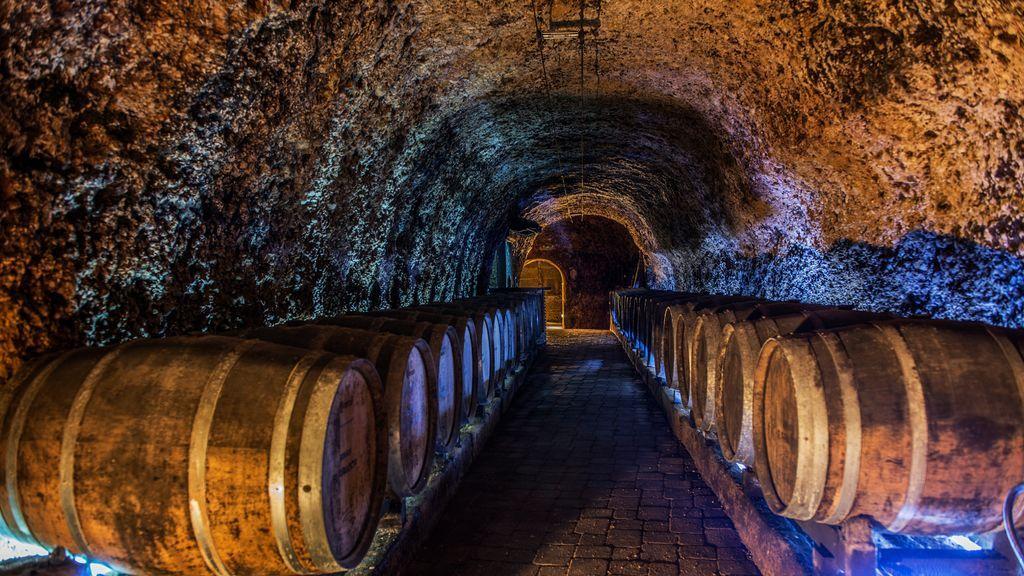 Bodegas subterráneas: el placer de una copa de vino bajo tierra