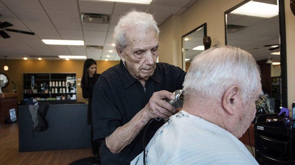 Muere el peluquero más longevo del mundo a los 108 años
