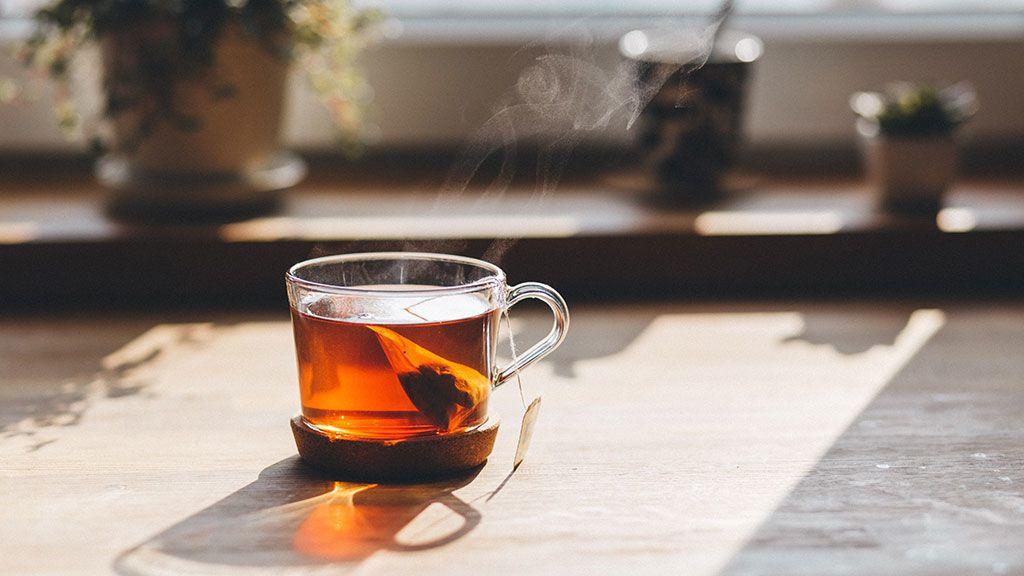 Los microplásticos que terminan en tu organismo cada vez que tomas té